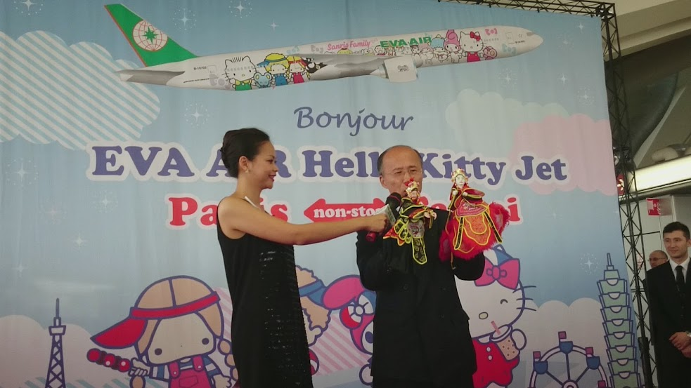 Eva air fait d coller l 39 avion hello kitty paris mangas - Bureau de representation de taipei en france ...